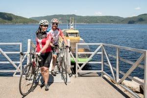 Cyclistes sur la navette maritime